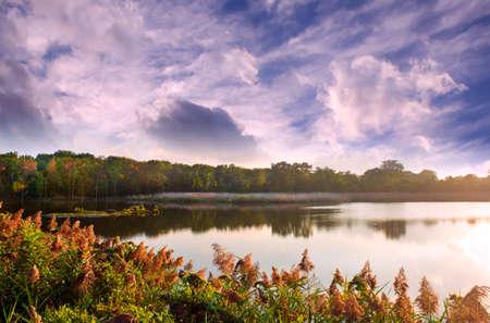 Chesapeake Bay lake in early Autumn during sunset Stok Fotoğraf - 87644549