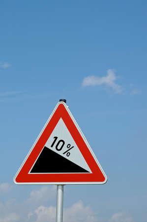 warning triangle attention 10 percent falls