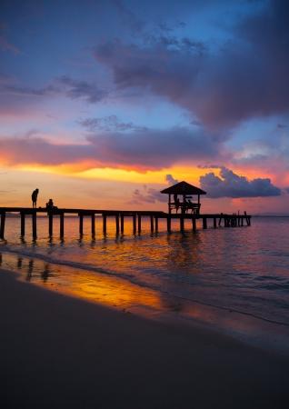 夕日とビーチ パビリオンします。 写真素材