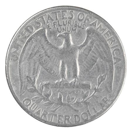 クローズ アップ ショットの非常に古いアメリカの 4 分の 1 ドル コインの白い背景で隔離