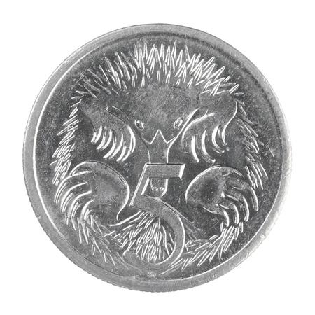 5 セント硬貨、白い背景で隔離のショットを閉じる