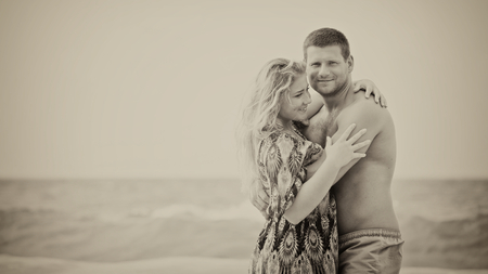 monotone: monotone shot of a happy couple in love on the beach, vintage style, with some vignette Stock Photo