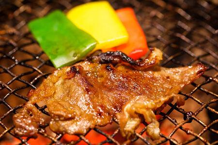 carne asada: carne a la parrilla y pimiento a la parrilla con poca profundidad de campo, se centran en la carne de vacuno