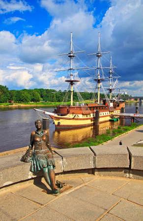 novgorod: Sculpture of girl-tourist in Veliky Novgorod