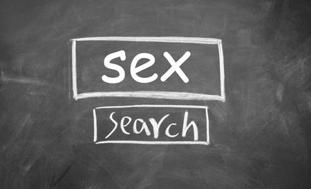 interface Web de recherche du sexe dessinée à la craie sur le tableau noir