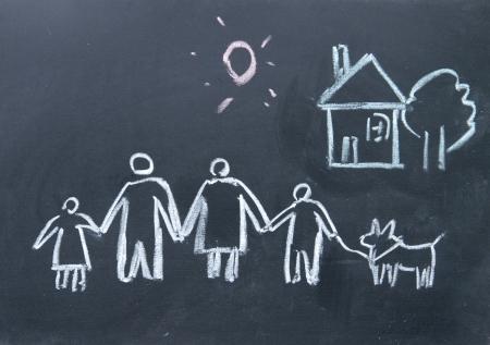 Dream Home: Familie Schild mit Kreide auf Tafel gezeichnet