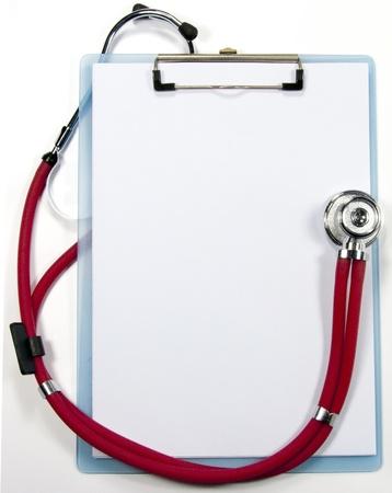 聴診器と空のクリップボード
