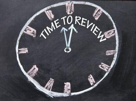 revisando documentos: tiempo para revisar se�al de reloj Foto de archivo