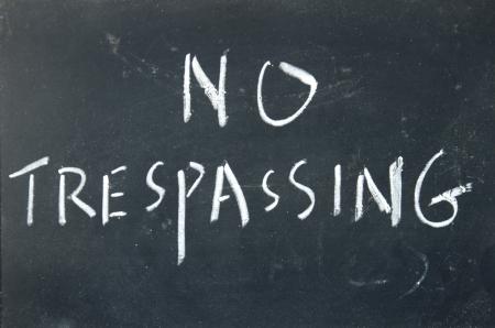 no trespassing: ning?n signo allanamiento