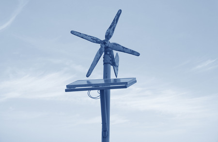 silicium: Wind and solar power generator