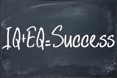 eq: IQ + EQ = se�al de �xito en la pizarra Foto de archivo