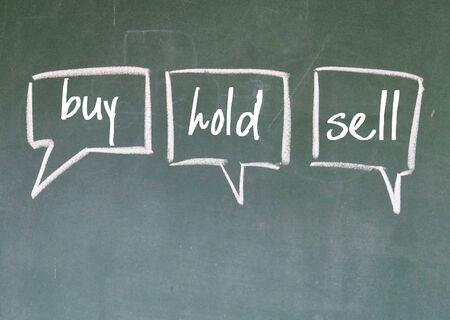 buy, hold, sell think sign on blackboard 版權商用圖片