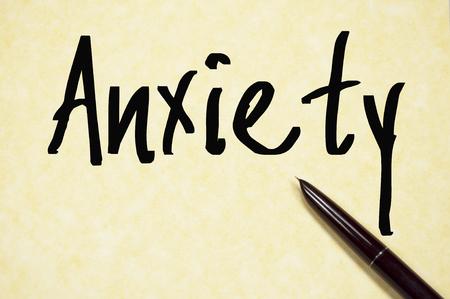 ansiedad: Ansiedad palabra escribir en un papel