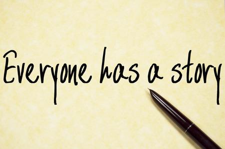 Todo el mundo tiene una escritura texto de la historia en el papel Foto de archivo - 44051304