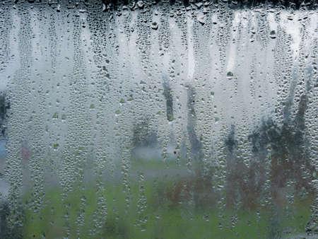 ウィンドウ上の雨・凝縮