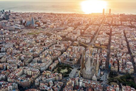 Aerial panoramic view of Barcelona Spain. Barceloneta, beach, sea, cathedral, historic center, gothic quarter 新聞圖片