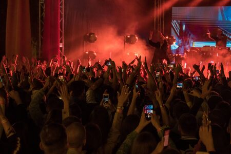 28.06.2019 - Kiev Ukraine. Kuraz bazar event. Gus Gus show Excited crowd at the concert shoots video and photos on mobile phones. 新聞圖片