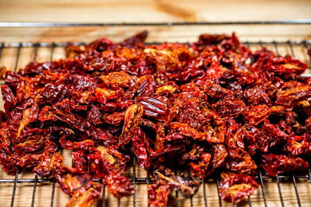 sun-dried tomatoes with olive oil and spices in the drying process 版權商用圖片