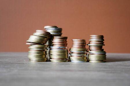 stack coins on brown background, concept business saving money Foto de archivo