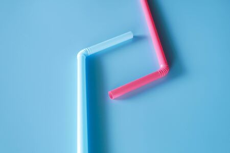 drinking straws blue background Imagens