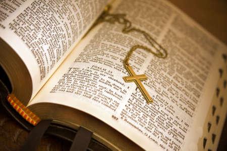 salmo: Aperto Bibbia Salmo di Davide, il Signore � il mio pastore  Archivio Fotografico