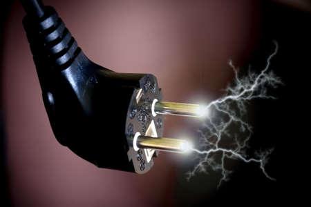 zelektryzować: Sparks elektrycznego wtyczkę z gniazda