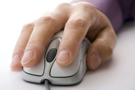 net surfing: Navigare in rete, in prossimit� di mano sul mouse del computer