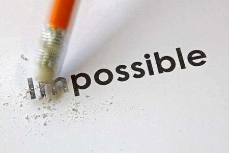 鉛筆消しゴムで可能に不可能という言葉を変更します。 写真素材