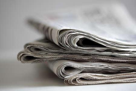 新聞の折り、グローバルコミュニケーションのための概念を積み上げ 写真素材
