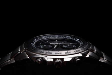 黒の背景上の腕時計 写真素材