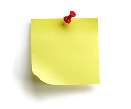 흰색 배경에 고립 빨간 푸시 핀 빈 노란색 스티커 메모
