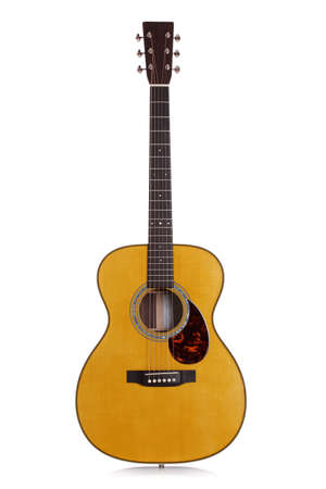 guitarra acustica: Guitarra acústica aislado en blanco