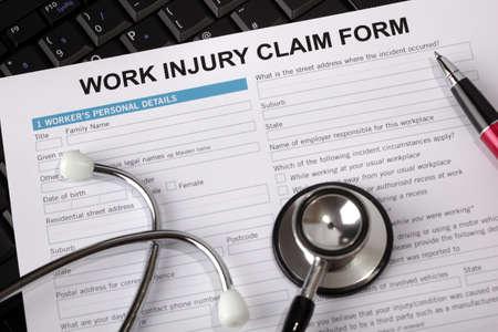 Formulaire de réclamation pour un accident du travail Banque d'images - 25151816
