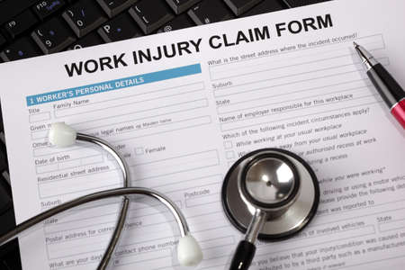 accident de travail: Formulaire de r�clamation pour un accident du travail Banque d'images