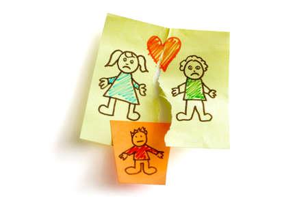 불행한 가족과 자녀 양육권 전투 개념 스티커 메모 용지에 스케치