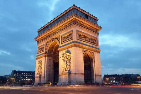 ile de france: Arc de Triomphe in Paris, France at night