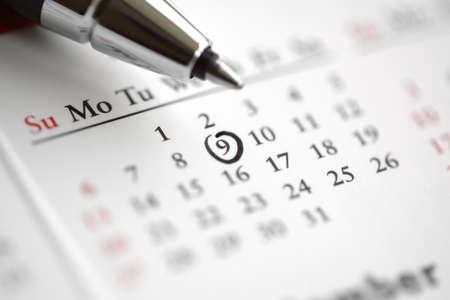大切な日をアラーム カレンダー コンセプトにマークされた円