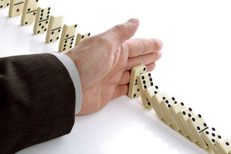 Concetto di soluzione ad un problema interrompendo l'effetto domino