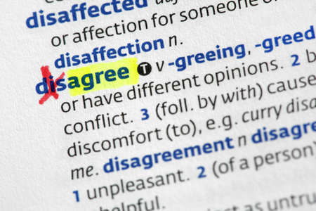 differential focus: The word agree highligted from disagree in a dictionary