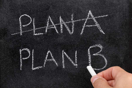 tachado: Tachar el Plan A y el Plan B concepto escrito para el cambio de plan Foto de archivo