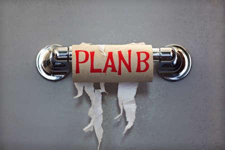 PAPIER A LETTRE: Rouleau vide de papier toilette avec la phrase Plan B