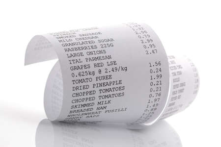 까지 롤 인쇄물에 식료품 쇼핑 목록
