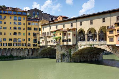ponte vecchio: Ponte Vecchio in Flornce across the Arno River