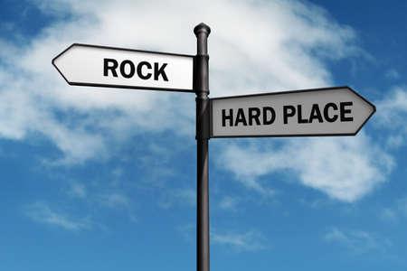 Crossroad Wegweiser sagen Rock-und Festplatzkonzept für stecken zwischen einem Felsen und einer harten Stelle, Wahl, Verwirrung oder Entscheidungen Standard-Bild
