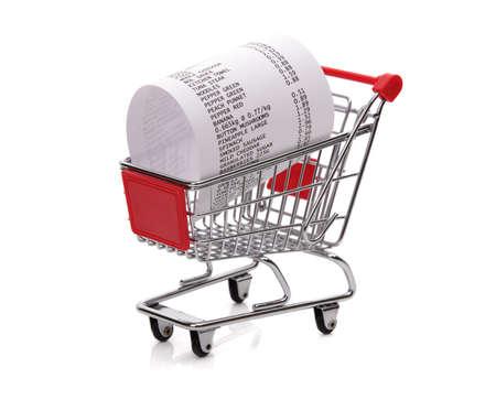식료품비 및 소비주의를위한 장바구니 개념의 영수증까지 쇼핑 스톡 콘텐츠