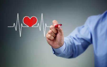 heart disease: Dibujo gráfico de los latidos del corazón en la pantalla con una pluma concepto de estilo de vida saludable Latido cardiaco