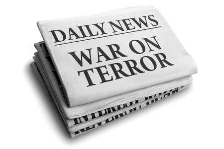 Dagelijks nieuws krantenkop lezen war on terror concept voor de strijd tegen het terrorisme Stockfoto