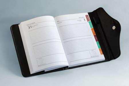 Agenda ou agenda personnel organisateur ouvert à une page blanche