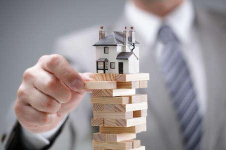 Le risque d'investissement et de l'incertitude dans le marché de l'immobilier de logement Banque d'images - 38970070