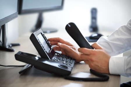 Nummerkeuze telefoon toetsenbord concept voor communicatie, contact met ons op en ondersteuning van de klantenservice